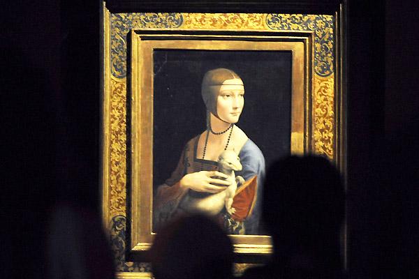 Leonardo da Vinci [1452-1519] Dama z gronostajem, 1489-90 Olej/tempera na desce orzechowej, 54,7 x 40,3 cm Kolekcja Fundacji Czartoryskich Źródło: wiadomości.wp.pl/ (PAP / Jacek Turczyk)
