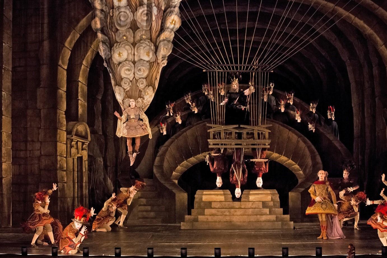 """Scena z opery """"Hipolit i Arycja"""" Jeana-Philippa Rameau, w Operze Paryskiej,  źródło: www.nytimes.com"""
