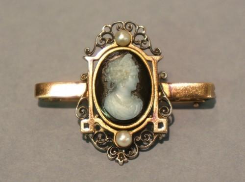 Broszka kamea, prawd. Anglia, ok. 1880 r. różowe złoto pr. 375/ onyks/agat